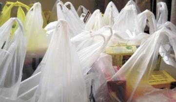 Перешли на бумагу: В Брюсселе запретили в магазинах пластиковые пакеты